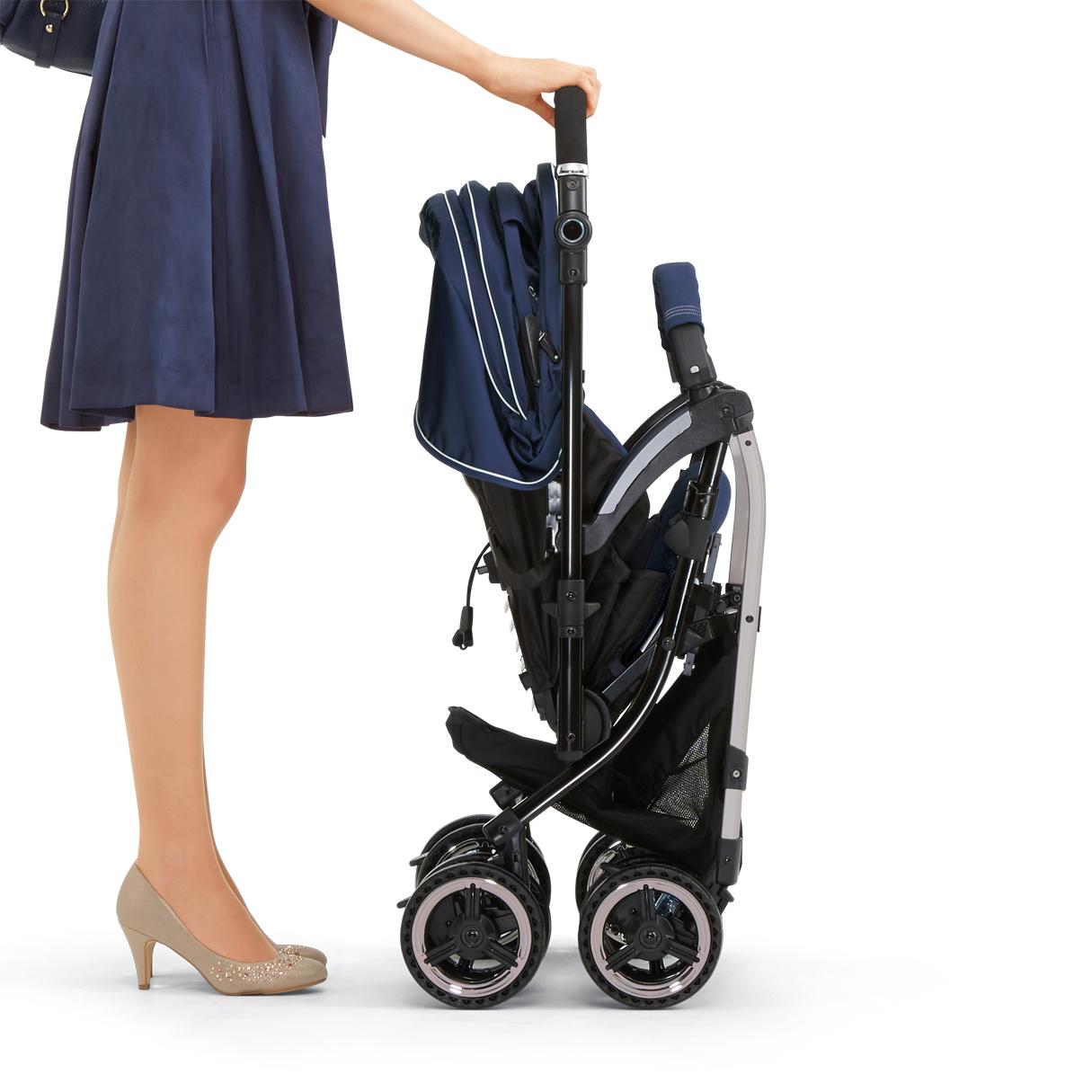 Компания COMBI - детская коляска «Miracle Turn Elegant II» (BL)синяя с муфтой для ног (166218)